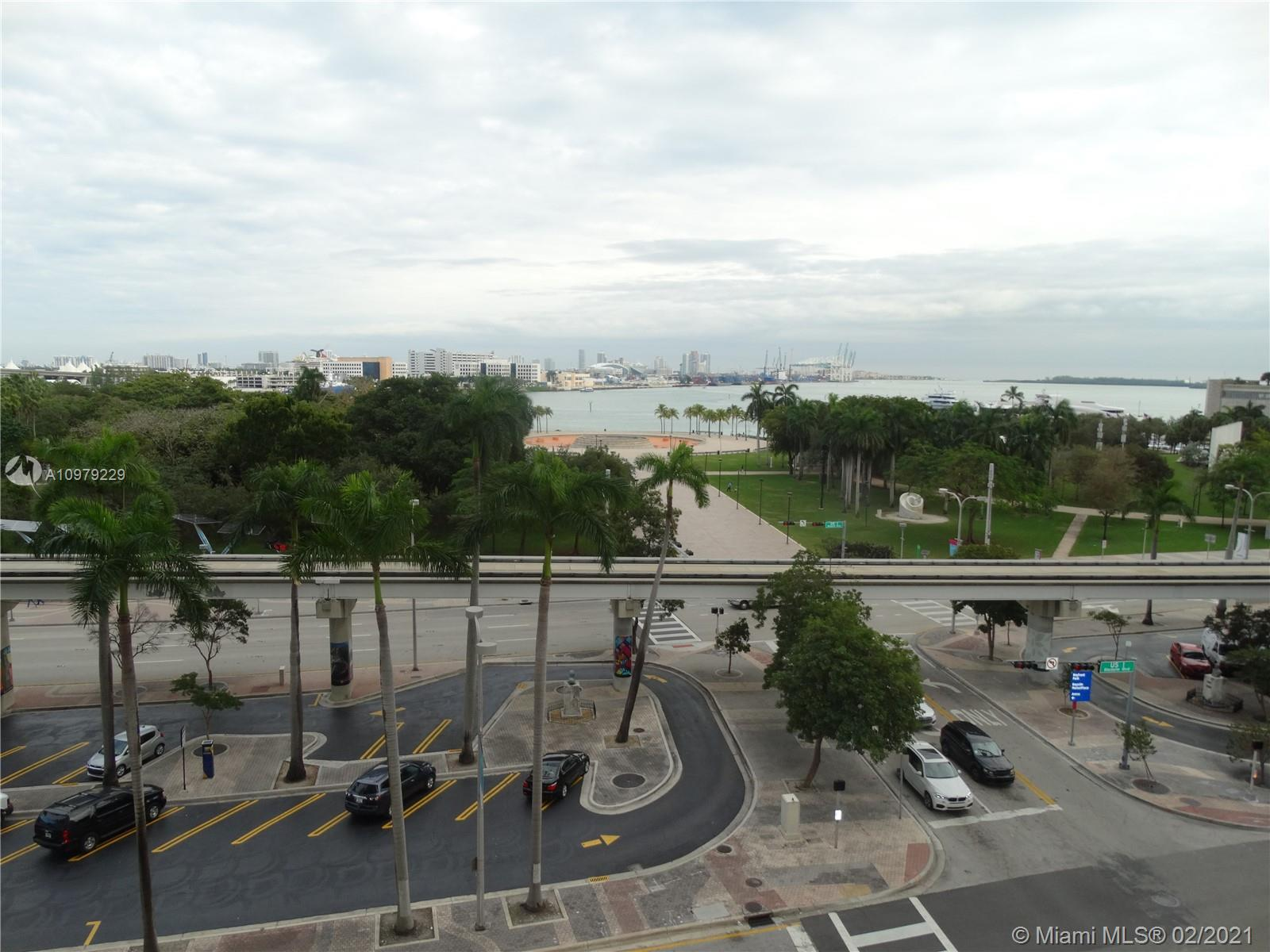Beautifully furnished 1 Bedroom + Den Corner Unit with Wrap Around Balcony looking towards Biscayne Bay. In the heart of Downtown Miami. Spacious bedroom with king-size bed; and a den with a closet that could be used as a 2nd bedroom or office. Same-Floor Assigned Parking Space. Bosch Appliances; stone floors & stackable laundry. Excellent Amenities.