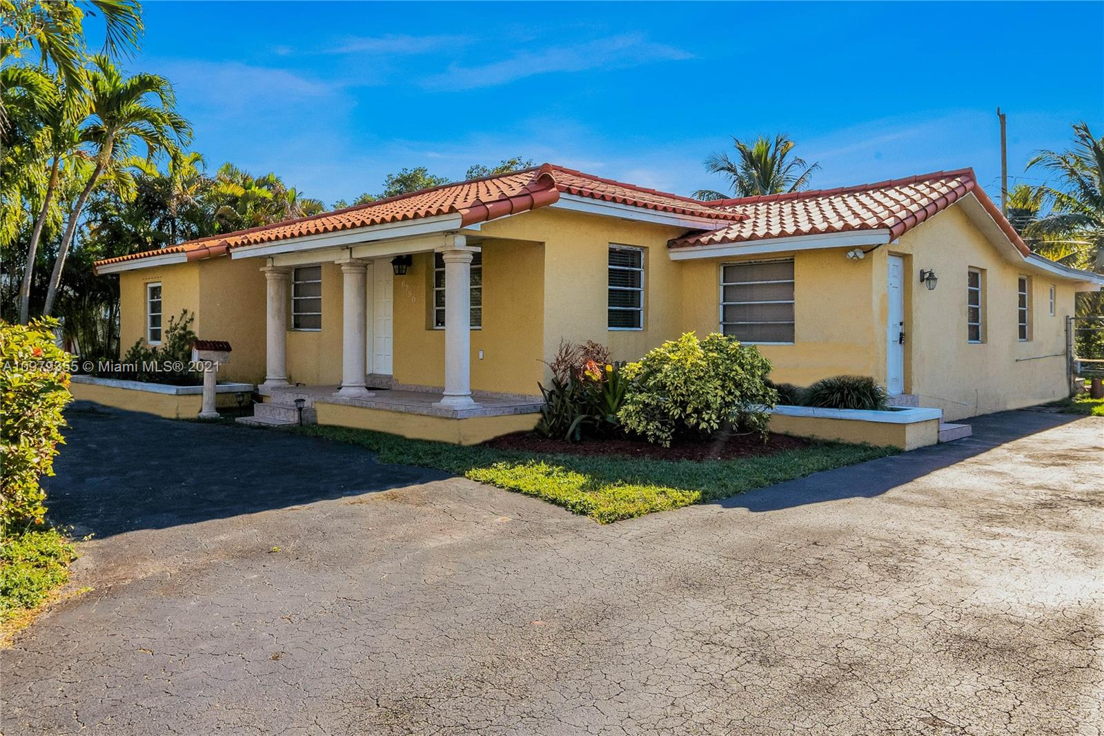 6790 N Waterway Dr  For Sale A10979355, FL