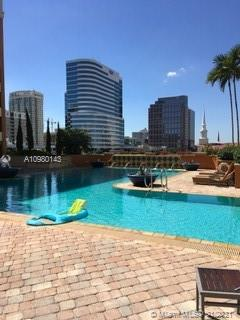 BEAUTIFUL APT 2/2 EXCLUSIVE BUILDING VERY CLOSE TO LAS OLAS BLVD. EXCELLENT VIEW OF THE CITY. CERAMIC FLOORS,