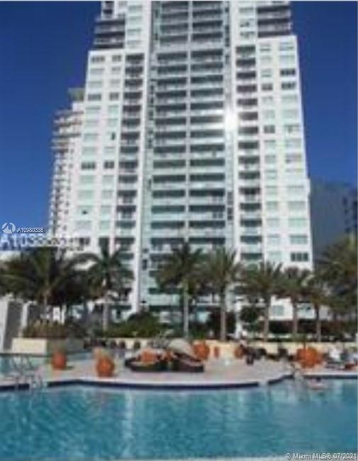 UNIQUE APT IN 1000 SF. CORNER UNIT OVERLOOKING BISCAYNE BLVD. HIGH CEILING, OPEN SPACE FULL OF LIGHT. FLOOR TO CEILING WINDOWS. LUXURIOUS RESORT STYLE CONDO. 3 POOLS BY THE BAY. FABULOUS SPA AND AMENITIES. SECURITY. CONCIERGE.VALET PARKING. WALKING DISTANCE TO AA ARENA, BAYSIDE RESTAURANTS, MINUTES TO SOUTH BEACH, ETC. BRING OFFERS !!!!!!!!