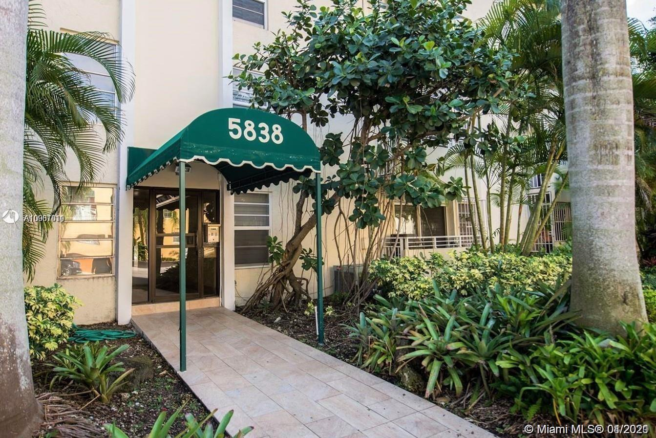 LOCATION! Desirable South Miami area, partially updated, two level townhouse style condo. Washer and Dryer inside the unit, convenient half bath. Gated building. Walking distance to Sunset place, restaurants, shopping, metro station etc...  2 assigned parking spaces. Excellent neighborhood. Must See!