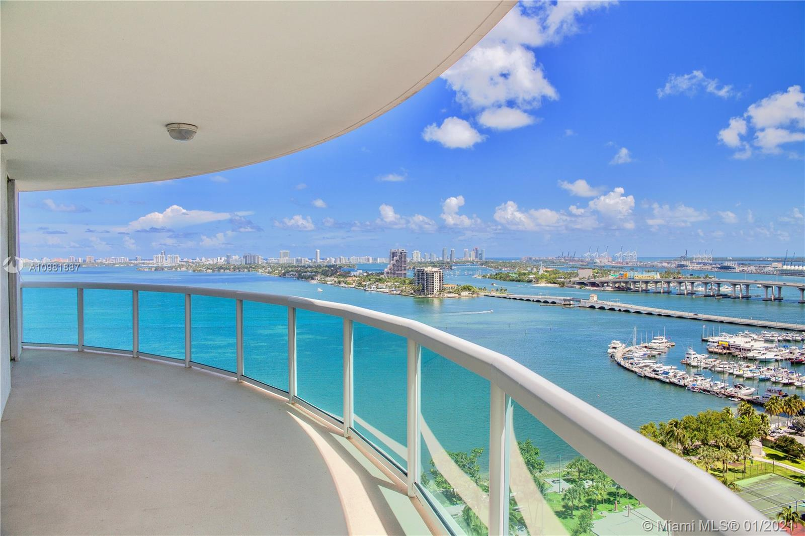 IDEAL VIEWS FROM THIS 21ST FLOOR. GREAT AND  VERY SPACIOUS APARTMENT FACING THE BAY.  THIS CORNER UNIT HAS AMPLE SPACE AND IS LOCATED IN VERY DESIRED 1800 CLUB BUILDING. FANTASTIC LOCATION VERY CLOSE TO WYNWOOD, DESIGN DISTRICT, DOWNTOWN AND MIAMI BEACH. AMENITIES INCLUDE GYM, POOL, SHOPS, AND AN INCREDIBLE PARK JUST IN FRONT WITH VOLLEYBALL COURTS, TENNIS AND MUCH MORE. VERY EASY TO SEE,