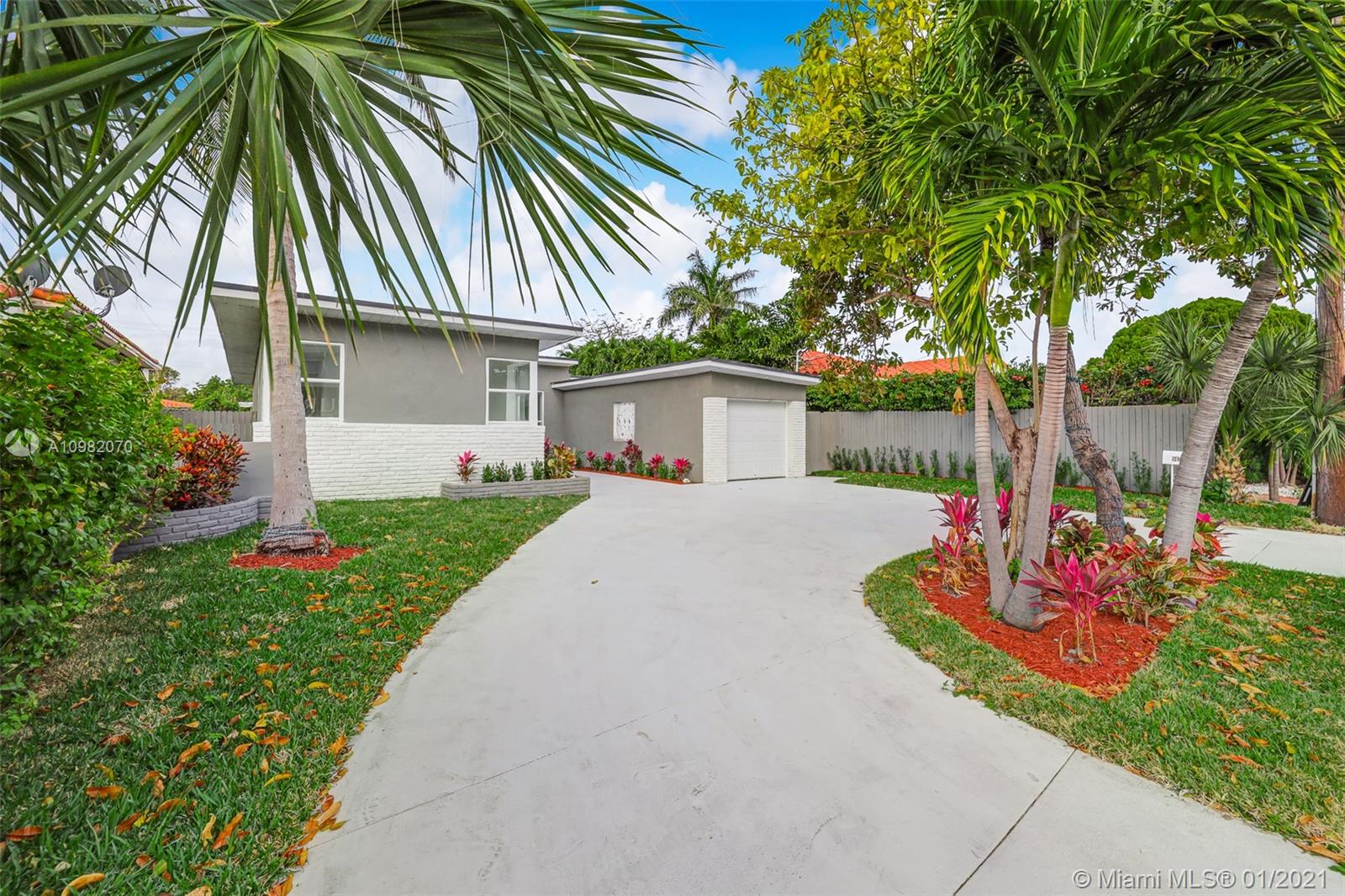 9456  Abbott Ave  For Sale A10982070, FL