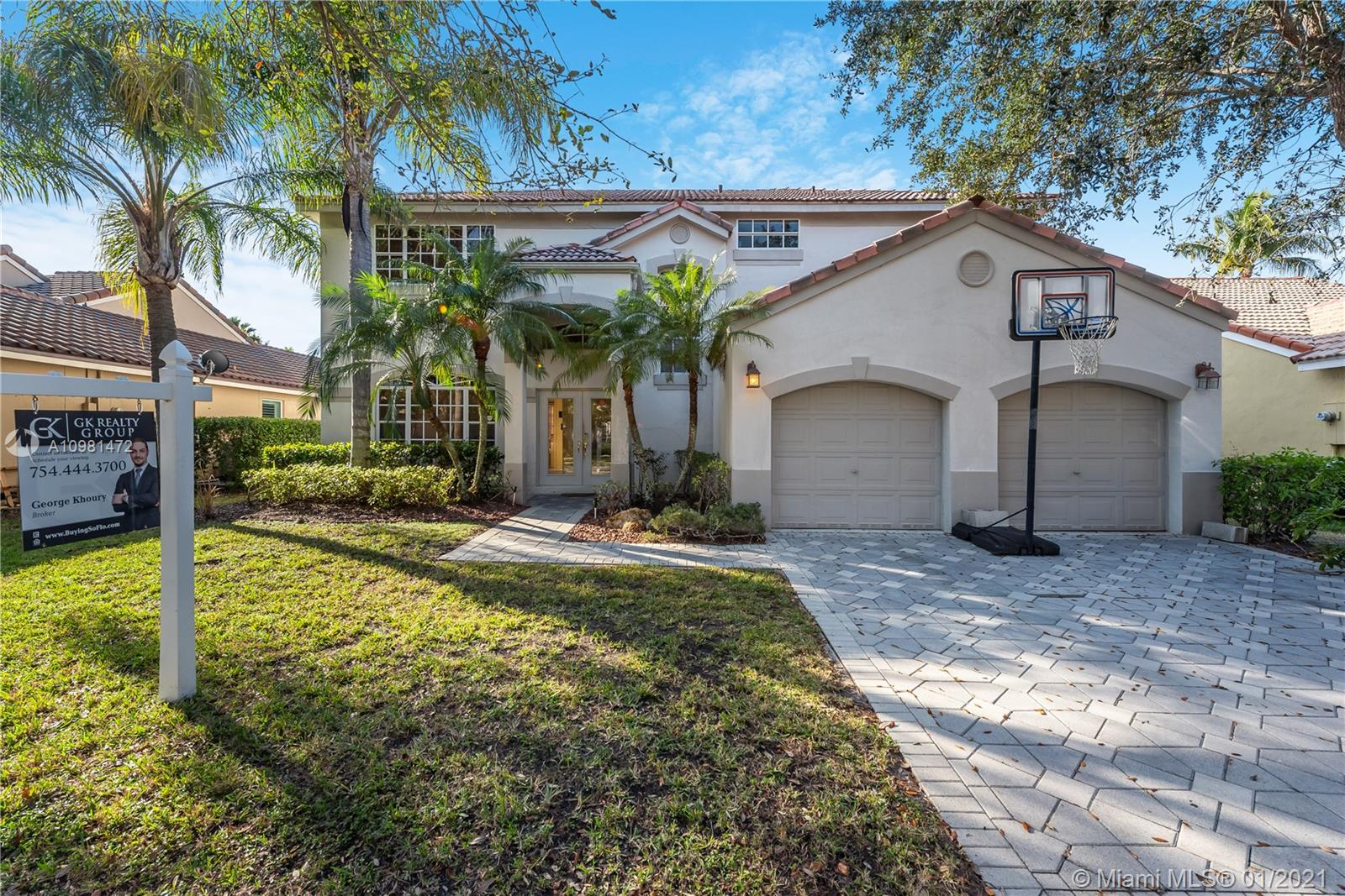 Beautiful and move-in ready 2 story home with a spacious backyard and a pool located in a family oriented  community in Weston. This home features a great layout with formal living area and dining area, upgraded kitchen with granite counter tops & SS appliances. Tile flooring throughout the main living areas downstairs and wood flooring upstairs and in the bedrooms. Master bedroom with an office space space or sitting area, walk-in closets and a master bathroom with dual sinks, tiled stand-up shower and a soaking tub. Walk out to your large & private backyard that features a paved patio area with an overhang, a grand Pool with a Jacuzzi and lots of yard space.