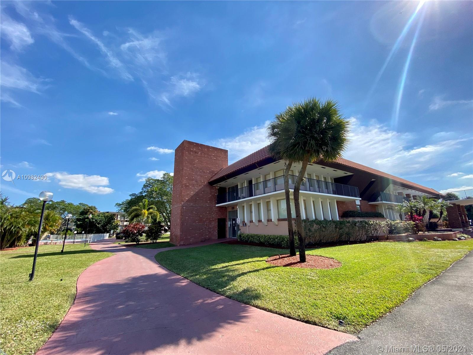 Adult 55+ AMAZING OPPORTUNITY. Amazing corner unit on ground floor w/low HOA. Spacious floorplan w/ 1 Bed + 1 Bath. Kitchen in great condition. Terrace with yard access. Huge bedroom. Fitness & billiard room, heated pools, BBQ & picnic area. Internet service included in HOA maintenance fee. Very secure community. Owner offers financing.