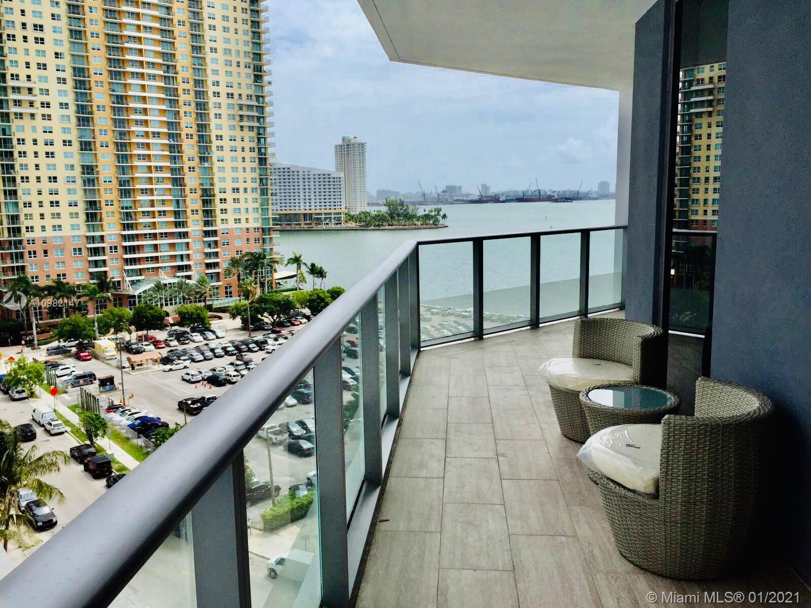 Gorgeous one bedroom apartment, equipped with top of the line appliances, beautiful kitchen and a very convenient 1/2 bathroom. This unit has great unobstructured view to Miami bay and a wonderful balcony in the room and also in the living area. Brickell House Apartments is known for being one of the top and newest buildings in the area. There are several amenities such as heated pool, SPA, gym, kids' room and 24hr security. Brickell House has robotic parking system but is closed until further notice, there is 24/7 valet parking.