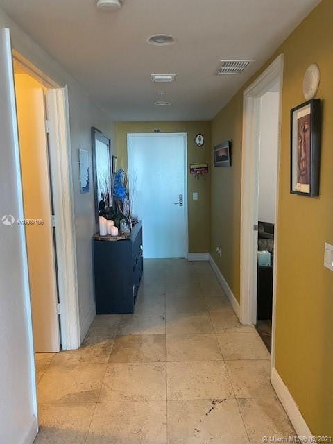 15051 NE Royal Oaks Ln #1002 For Sale A10987155, FL