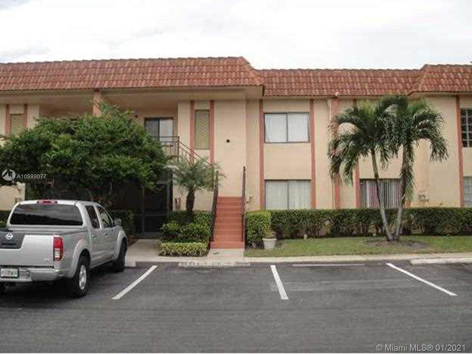 This BEAUTIFUL 2 bed 2 bath first floor apartment has an updated kitchen with granite counter tops, laminate flooring in the living room and bedrooms. The bathrooms have been remodeled. Two storage closets and full garden views. Bonaventure Town Center membership required with full access to amenities like gym, tennis, pool, bowling alley, racket, indoor basketball court and other features. Easy access to the highway.
