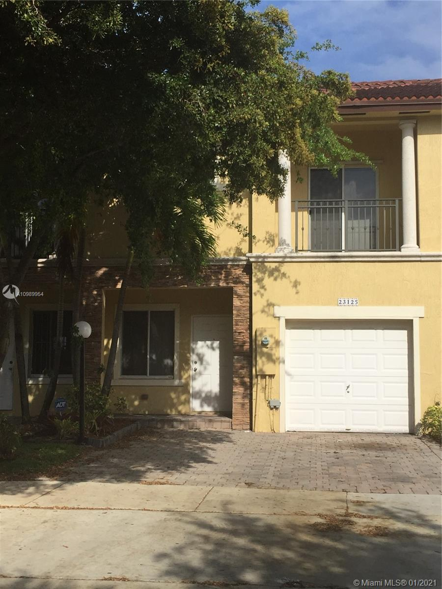 BEAUTIFUL AND SPACIOUS TOWNHOUSE IN SILVER PALM 3 BED/ 2 ½ BATH. 1 CAR GARAGE, MASTER BEDROOM WITH WALKING CLOSET, PAVED DRIVEWAY FOR TWO CARS. GREAT LOCATION: CLOSE TO SHOPPING AND RESTAURANTS. NEAR TO TURNPIKE AND US1. CLUB HOUSE WITH MANY AMENITIES: POOL, GYM, SPA, PLAY GROUND, TENNIS COURT, BASKETBALL. DO NOT DISTURB THE TENANT. THE PROPERTY IS RENTED MONTH BY MONTH.
