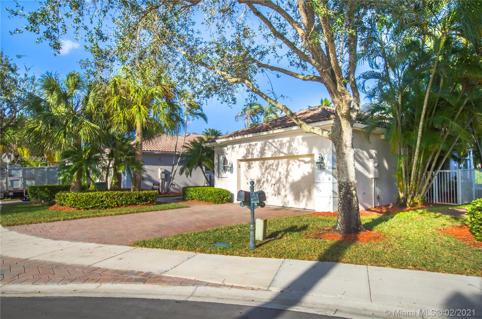 BEAUTIFULL HOME IN WESTON HILLS. FEATURES INCLUDE: UNIQUE FLOOR PLAN W/HALF-BATH FOR GUESTS, HARDWOOD FLOORS, CUSTOM KITCHEN, CABINEST W/ GRANITE TOPS & STAINLESS STEEL APPLIANCES, MARBLE IN MASTER BATH, CALIFORNIA CLOSETS,SURROUND SOUND SYSTEM INSIDE & OUT, ACCORDION HURRICANE SHUTTERS.