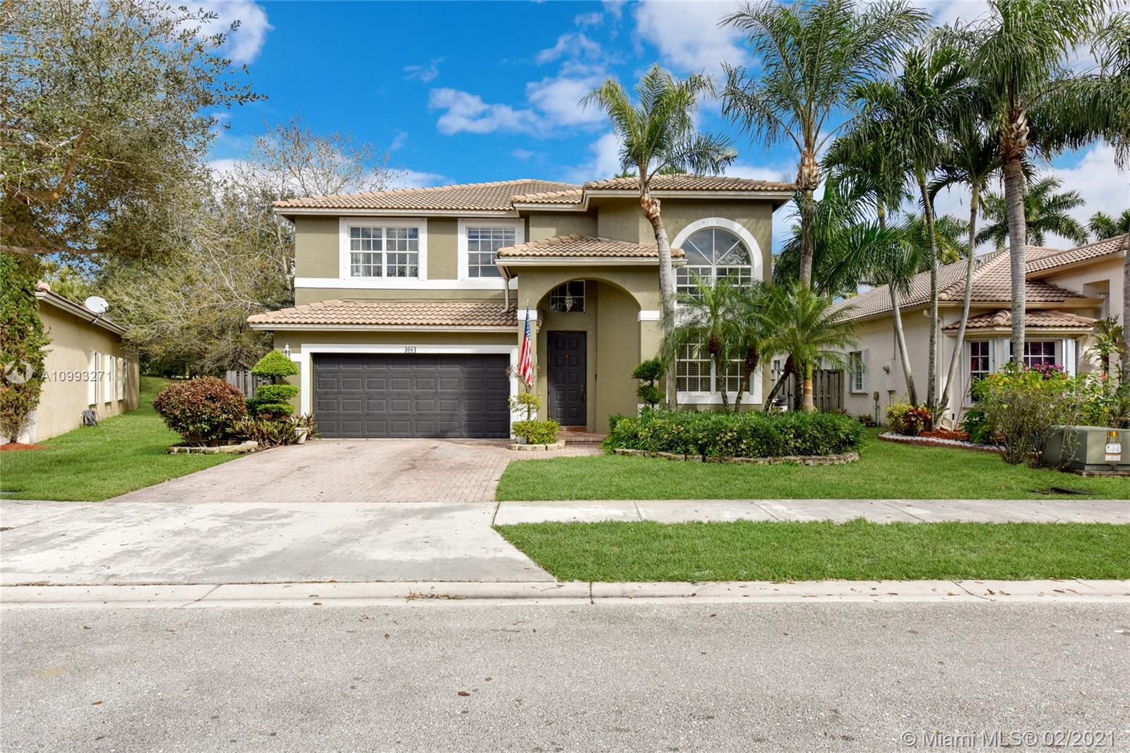 Beautiful 4 bedroom, 3 bathroom house ready for you to call home! Upon entry you have grand open living space, take a walk into the kitchen where you can enjoy entertaining while cooking, Florida room, spacious bedroom, and full bathroom on the first floor. Upstairs you have great den perfect for a play place for kids or office, 3 spacious bedrooms including the grand master suite where you have a walk-in closet and large bathroom with separate tub and shower. Awesome backyard with screened patio, pool and spa. Perfect for the amazing Florida weather we have all year around! Monthly HOA covers ADP home security, basic cable, high speed internet and more! Located nearby Weston Commons, Home Depot and I75 for an easy commute anywhere you need to go!