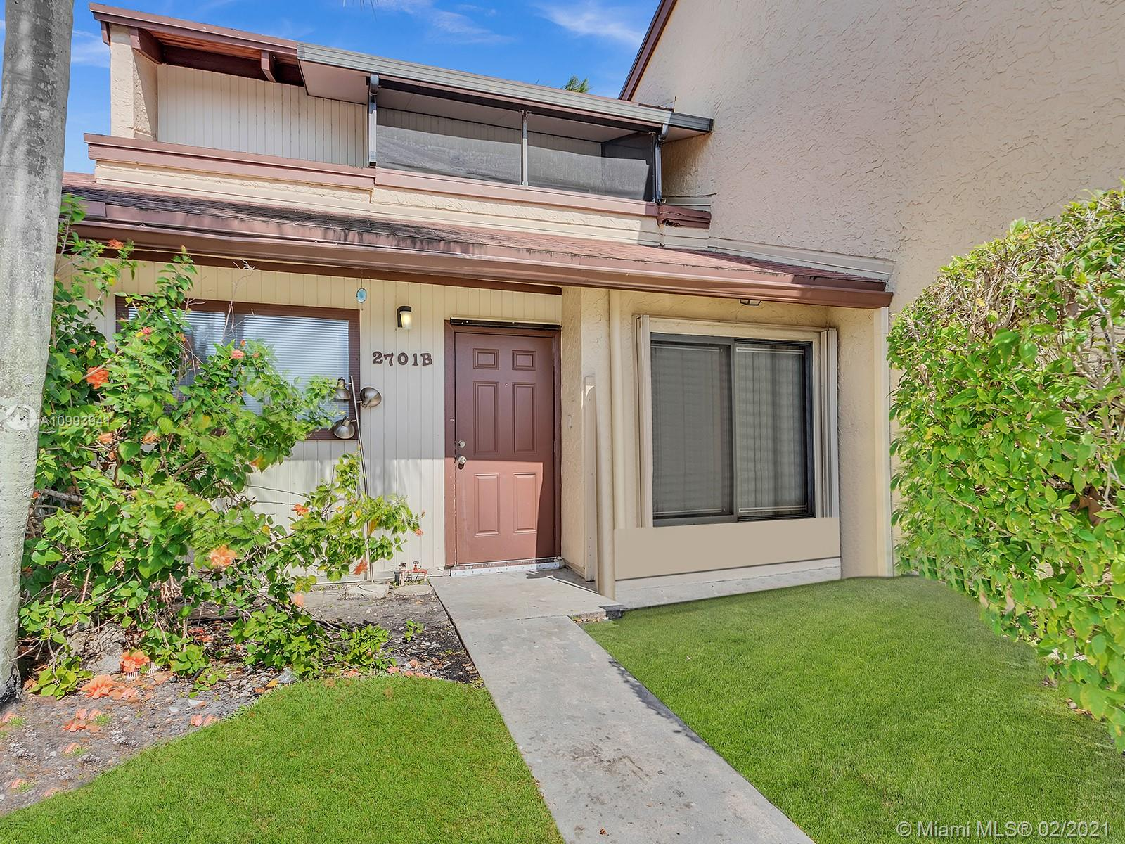 Calling all investors or end users! Beautiful townhouse for sale, 2 bedrooms and 2 bathrooms over looking the beautiful lake in Hollywood! Lease once a year. Currently rented for $2,100. Tenant can go out within 60 days notice