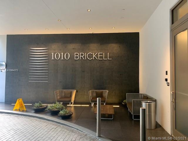PRICE TO SELL!!! INVESTORS CALL!!! Luxury high-rise located in Miami at 1010 Brickell Avenue. 1010 Brickell unique design architecture by firm Sieger-Suarez. 1010 Brickell is well-known new concept for its fabulous amenities. Its amenities include a rooftop lounge, a pool perfectly positioned to watch the sunrise and sunset, an outdoor theater, and fire pit. The club level at 1010 Brickell features a bocce ball court, squash court, full-service spa with co-ed hammam, indoor and outdoor play areas for the kids, virtual golf simulator, social room, and much more. No matter your age, you'll find plenty to do at 1010 Brickell. Call Now, TENANT OCCUPIED UNTILL MARCH 2022