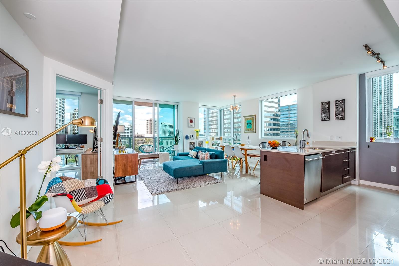 GREAT LOCATION !!!!! GORGEOUS 2/2 UPDATED WITH MARBLE FLOORS ALL THROUGH-OUT.  EUROPEAN KITCHEN WITH STAINLESS STEEL APPLIANCES AND QUARZ COUNTERTOP.AMAZING AMENITIES INCLUDING SPA, 3 POOLS, ROOF TOP KITCHEN AND CLUB ROOM. LOCATED IN THE HEART OF BRICKELL AND NEXT TO BRICKELL CITY CENTER MALL. THIS ONE WON'T LAST!!!!!!!
