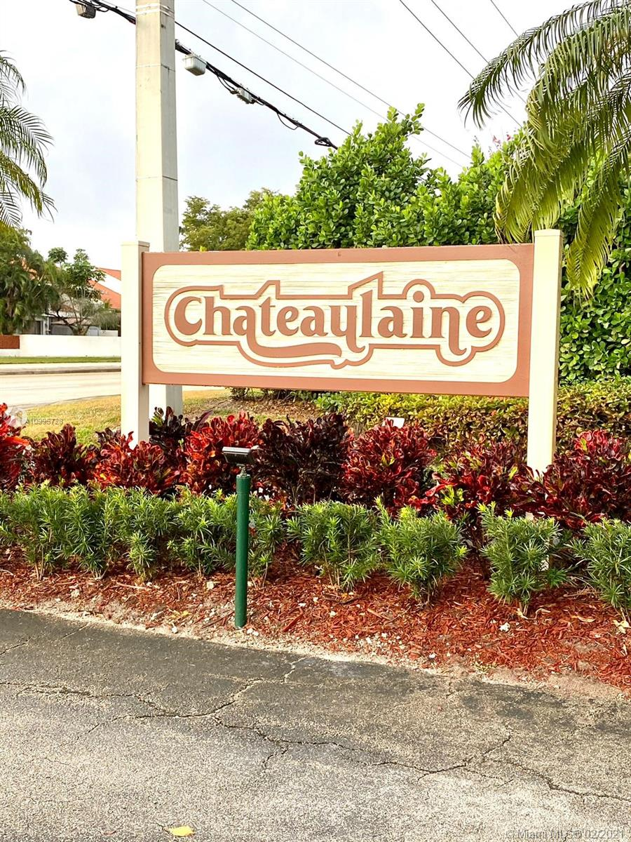 Large 2 Bedroom, 2 1/2 Bath Townhome, Washer and dryer in unit, Living area overlooks Fenced patio, Amenities include Pool, Tennis & Clubhouse