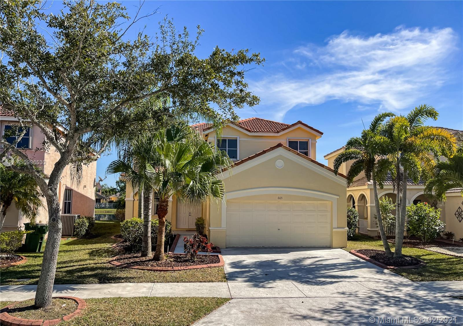 Great 5bed and 3.5 bath lakefront home with a pool at the desirable The Meadows. Updated kitchen with all stainless steel appliances and all hardwood floors upstairs. This house has a great floor plan with a good size master suite, master bathroom has dual sink, lots of cabinet space, shower and separated tub.