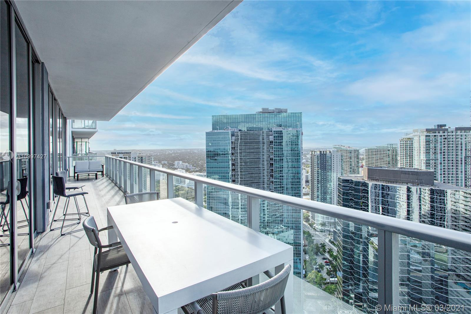Exclusive Brickellhouse 2 Bedroom 2.5 + Den apartment with incredible views of the bay and Brickell skyline. Fully equipped with top appliances and cabinet, custom closets and blackout window treatments. Amenities include to pools, 24 concierge and security, fitness center, spa, valet, club room, kids lounge, theater bbq, cabanas. Enjoy one of Miami finest.
