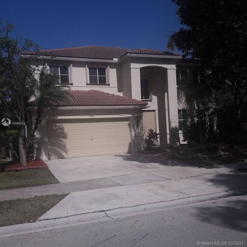 A beautiful single family home in a gated community. Elegant wood/granite kitchen, a large FR, DR & a formal LR on first floor & a large screened patio.  Second floor is all laminated wood. 5 large bedrooms plus a loft. 