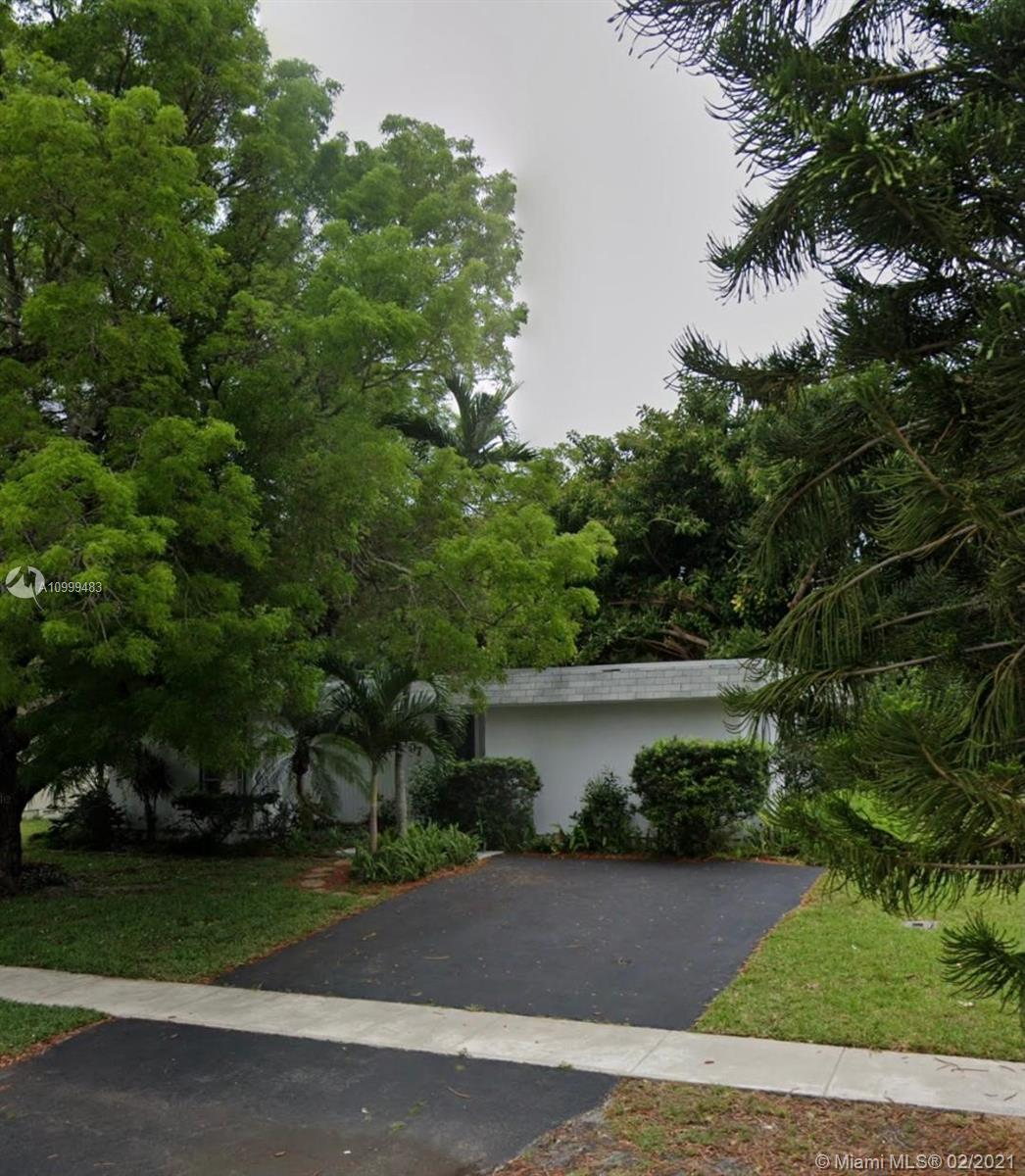 NICELY UPDATED 3/2 IN HEALTHGATE TAMARAC, NO HOPA, NO HOA!!! TILE AND WOOD FLOOR THROUGHOUT, STAINLESS STEEL APPLIANCES, OVERSIZED BACK YARD, GREAT LOCATION, CLOSE TO SHOPPING, AND MUCH MORE...