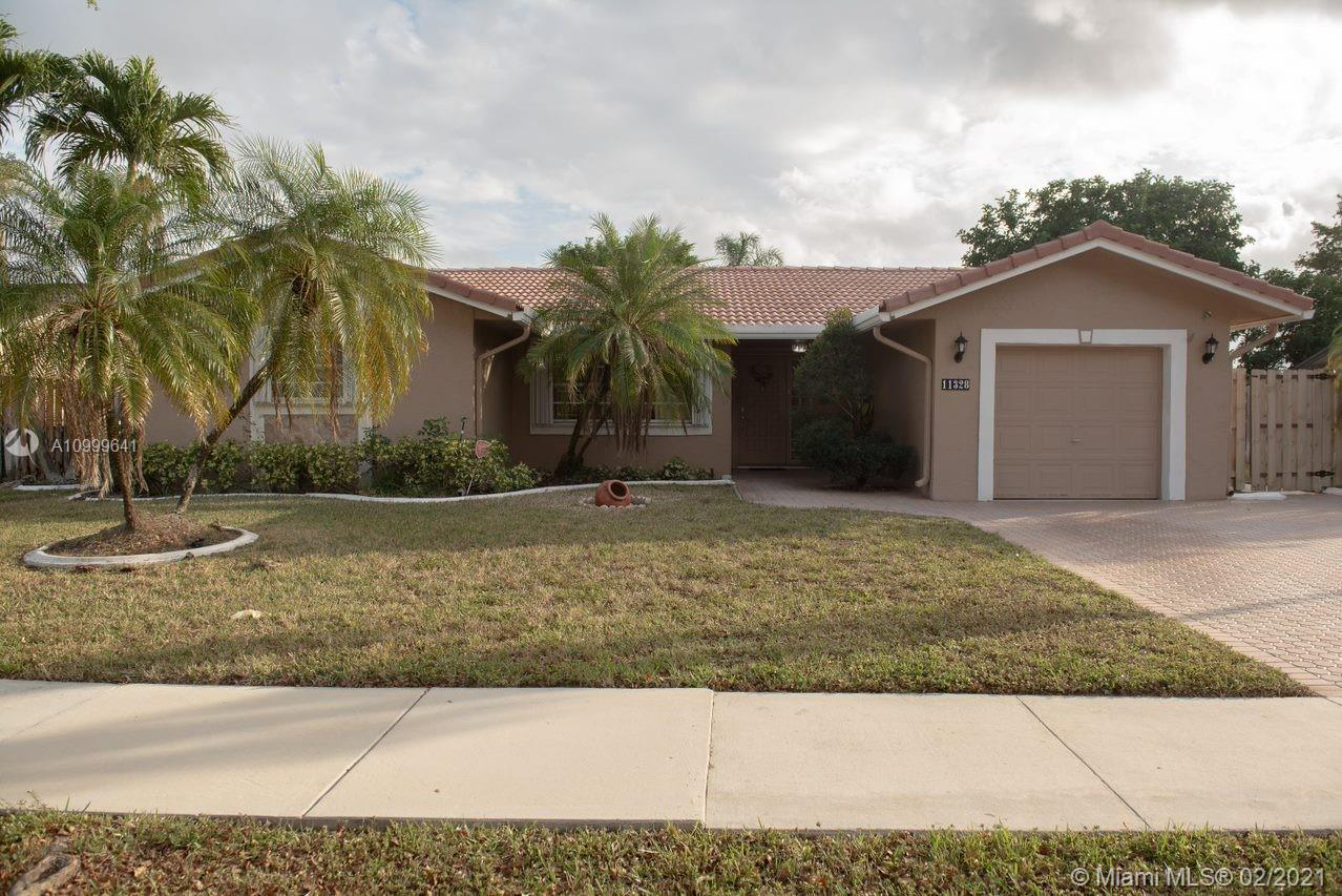 THIS FOREST LAKE HOME WON'T LAST! THIS BEAUTIFUL 3/2 POOL HOME IN THE DESIRABLE TOWN OF COOPER CITY IS THE PERFECT STARTER HOME. UPDATED KITCHEN WITH GRANITE COUNTER TOPS AND NEW STAINLESS STEEL WHIRLPOOL APPLIANCES. POOL IS SCREENED IN AND HEATED AND HAS A BRAND NEW SKIMMER. ZONED FOR ALL COPOPER CITY SCHOOLS. HURRICANE ACCORDION SHUTTERS AND SPRINKLER SYSTEM.