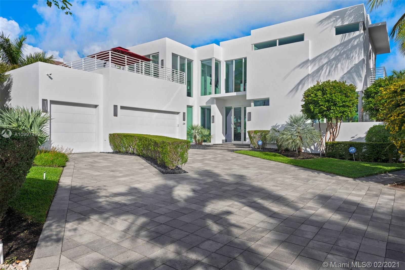 The Best of Everything! Tucked away where Las Olas crosses the Intracoastal waterway, this spectacular home offers it all. This unique location offers an easy walk to the beach, shops and restaurants of Las Olas Boulevard. This house is a modern masterpiece, featuring an open floor plan for entertaining and active lifestyles.The new owners will enjoy 105' feet of deep water frontage, new boat lift platform rated at 40,000 lbs. The waterfront pool & patio will delight family and friends. This unique property is a MUST SEE for the discerning buyer.