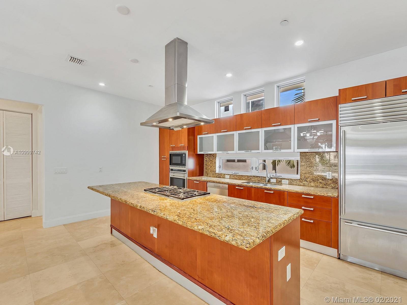 ELEGANT MODERN 3 STORY TOWNHOME-1/2 BLOCK TO BEACH-AWARD WINNING DESIGN-1ST FLOOR FEATURES FOYER ENTRANCE-LARGE BEDROOM-BATHROOM-WALK IN CLOSET-ELEVATOR-2 CAR GARAGE; 2ND FLOOR FEATURES BRIGHT-WIDE OPEN SPACE-HIGH CEILING-OPEN GOURMET KITCHEN-CENTER ISLAND-GAS COOKING-PANTRY-LAUNDRY ROOM-HALF BATH; 3RD FLOOR FEATURES DOUBLE DOORS TO MASTER SUITE-LARGE WALK IN CLOSET-BEAUTIFUL MASTER BATH, SEPARATE TUB & SHOWER-2 SINKS-GUEST SUITE, SATURNIA MARBLE FLOORING THROUGHOUT-ROOFTOP DECK-PETS ALLOWED. OK TO GRILL ON ROOF TOP TERRACE, OK TO PUT HOT TUB ON ROOFTOP TERRACE.
