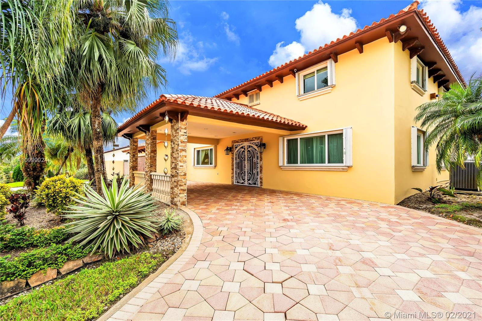 13180 NW 104th Ave  For Sale A10999924, FL