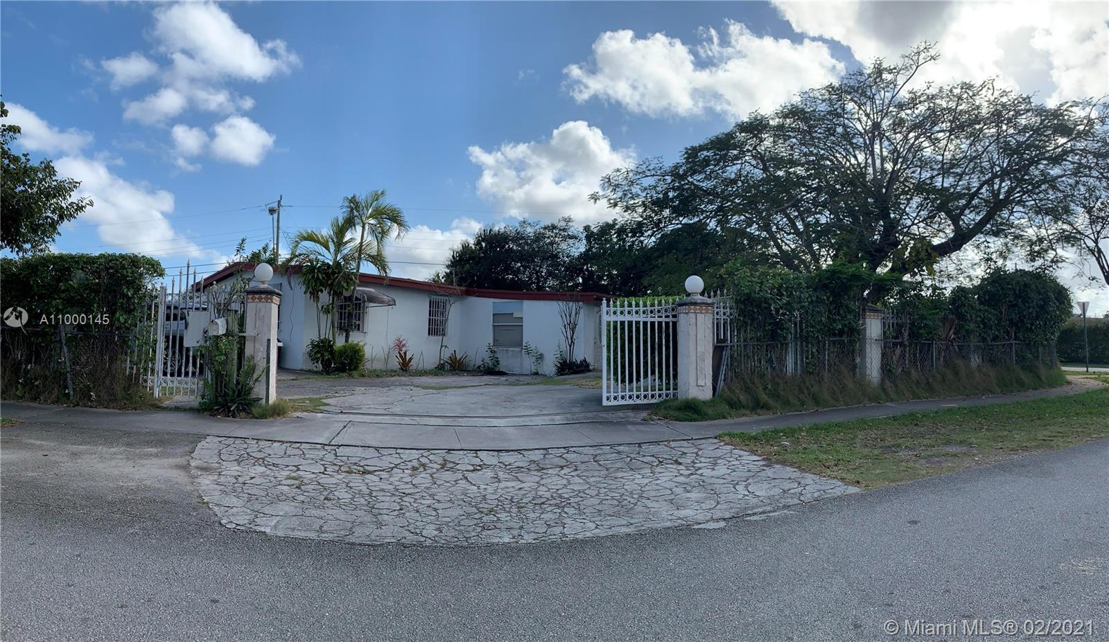 10950 SW 40th St  For Sale A11000145, FL