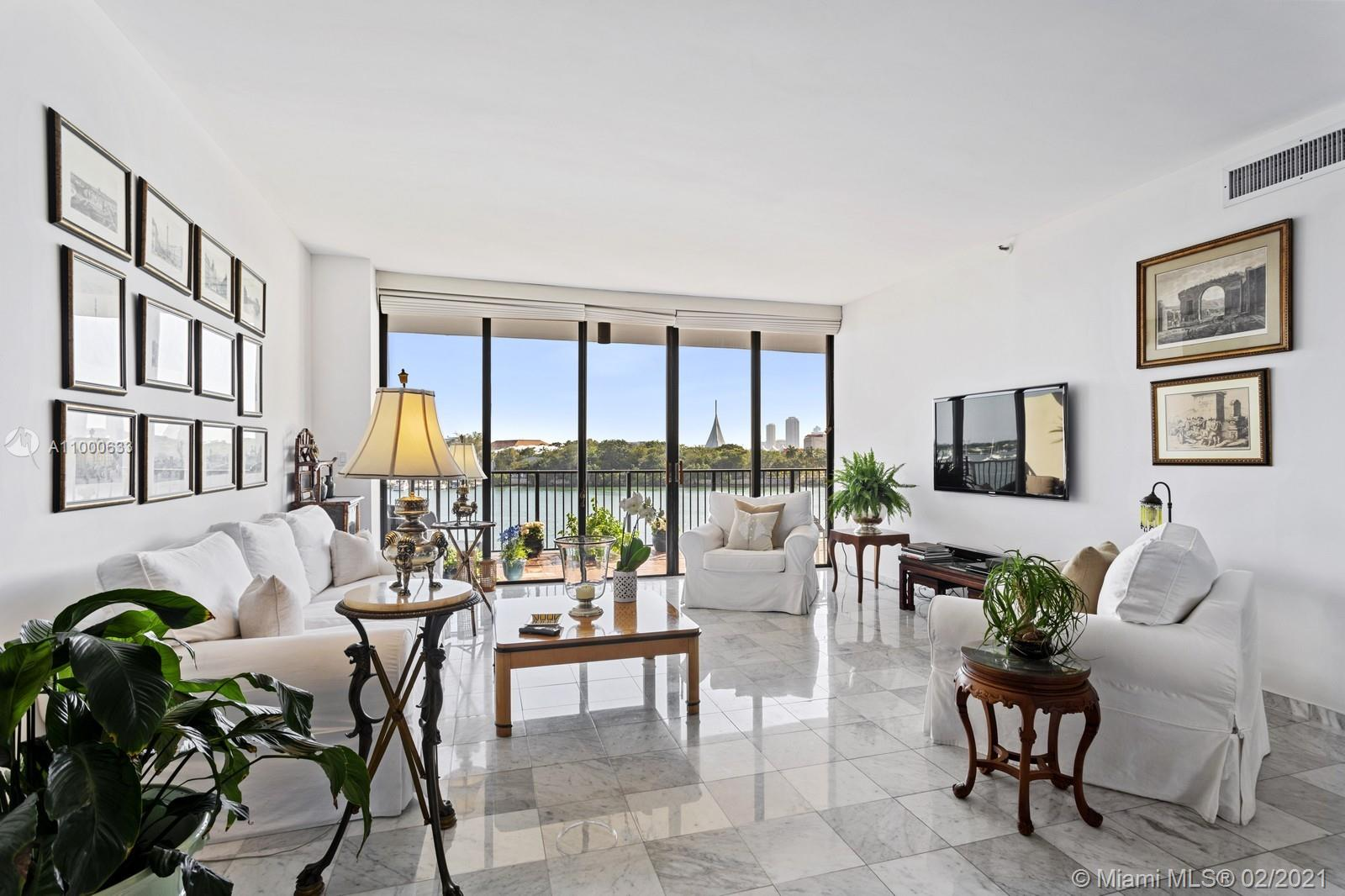 Gorgeous and bright unit with amazing views of the Bay & Downtown. One of the best buildings in Miami. Marble floors throughout, floor to ceiling windows, 9 foot ceilings, Semi private floor, huge balconies, Children's playgrounds, pet friendly.
