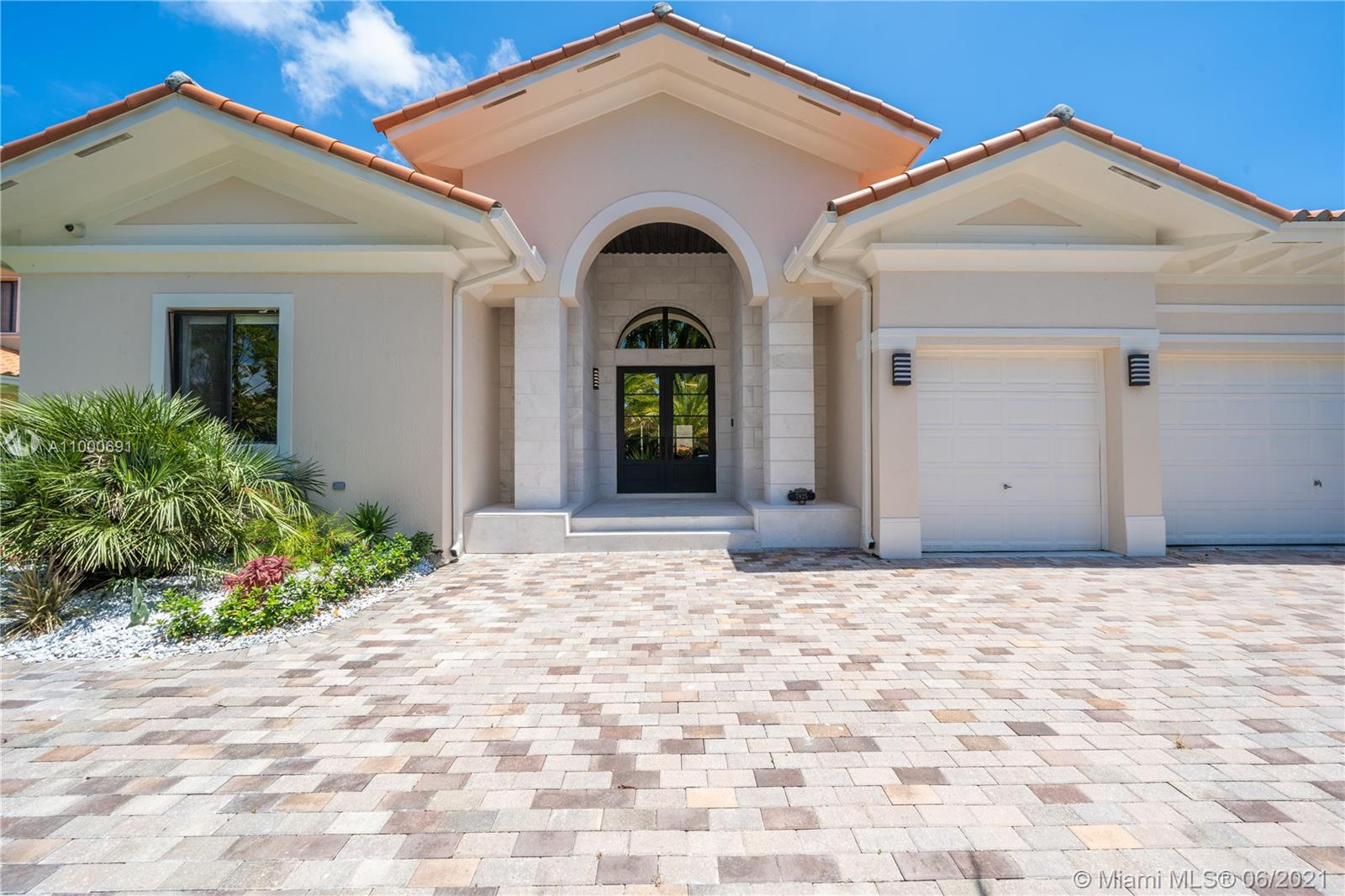7925 SW 193rd St  For Sale A11000691, FL
