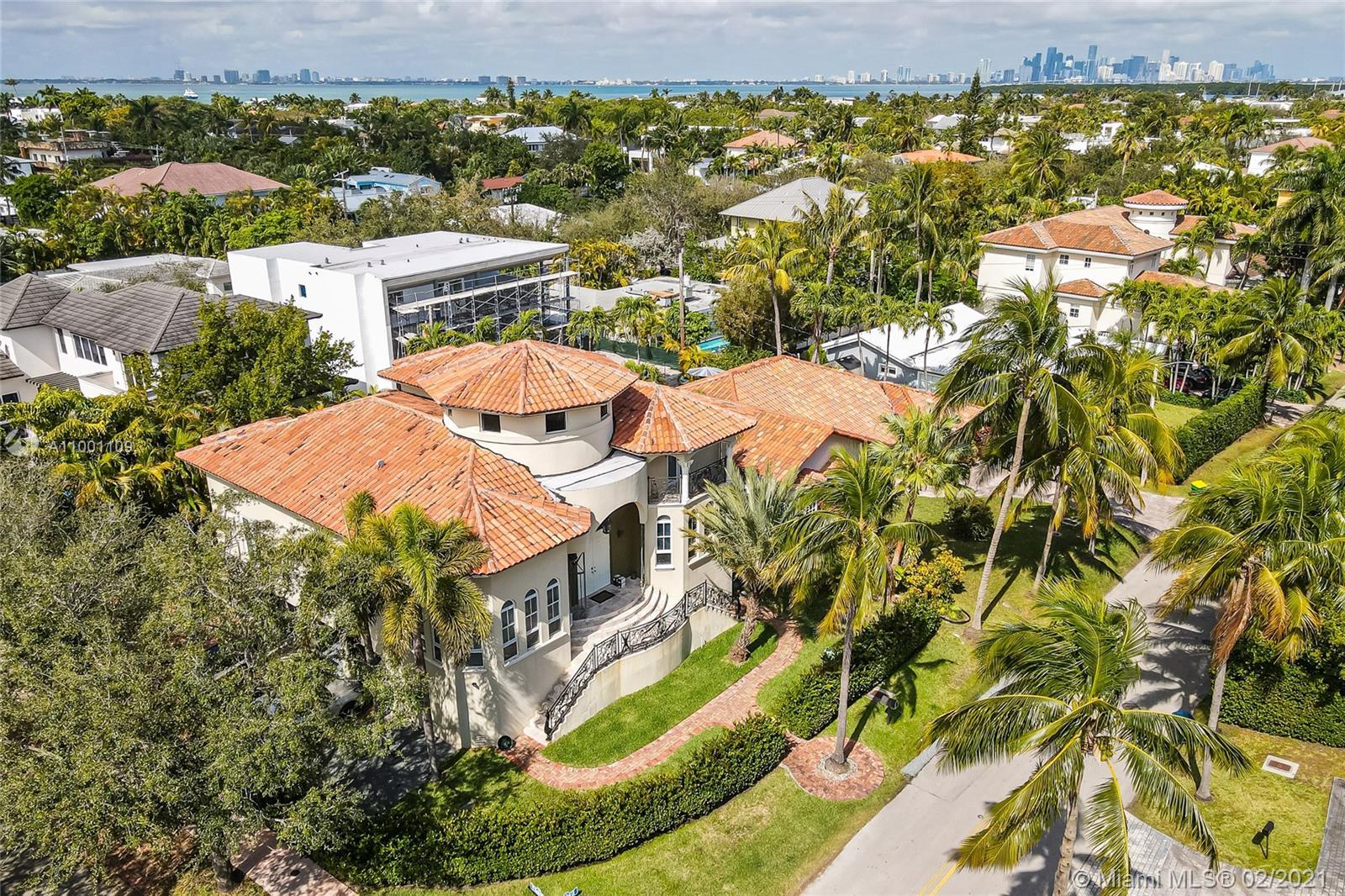 570  Hampton Ln  For Sale A11001109, FL