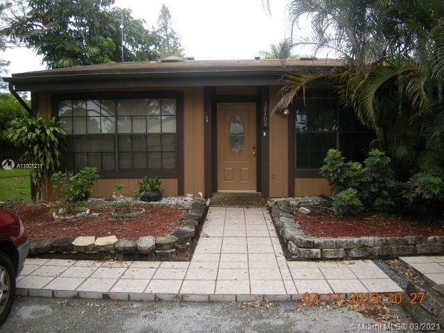 Amazing opportunity to own this spacious corner villa in the tranquil community of Cedarwoods. This villa is a 2/2 with a loft and beautiful high ceilings.  The large screen patio overlooks the captivating lake view.  Great location in A+ school districts and close to great shops, restaurants, golf course, and parks.  Low monthly HOA fee.  Schedule a showing today.