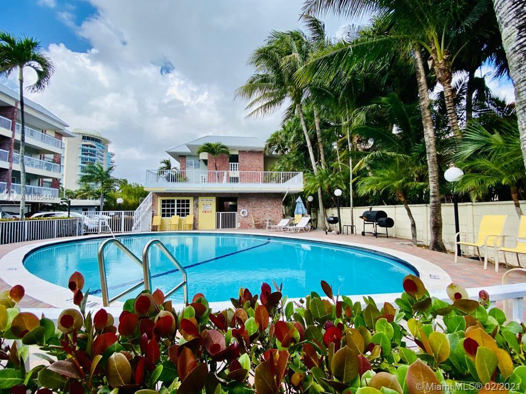 1/1 Remodeled Apartment in the beautiful Harbor Beach Area. Minutes from the public beach and a short walk to the private beach. Community has a fenced in pool area, sun deck, and gym. INTERIOR FEATURES Bedrooms - Beds: 1 Appliances included: Microwave, Range / Oven, Refrigerator Floor size: 685 sqft BUILDING Spaces Pool Fitness Center Amenities - Elevator
