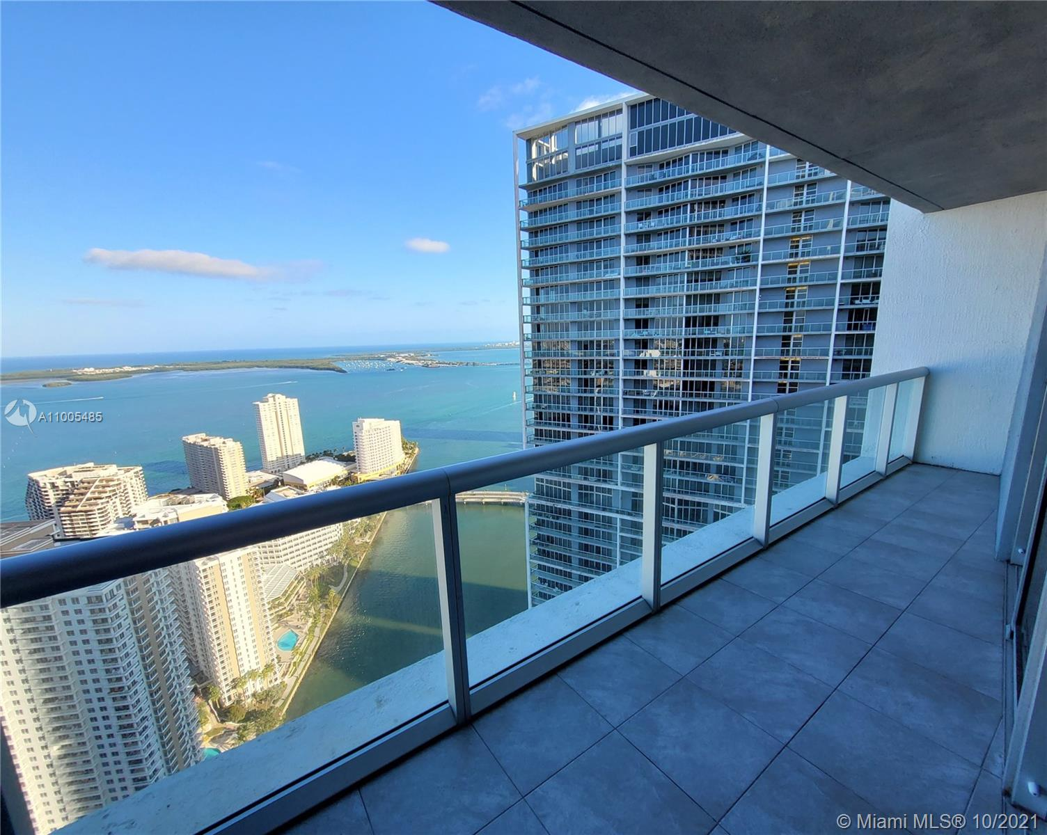 Breathtaking views of the bay, beautiful sky and Miami River. Spacious unit. 2/2 plus den. Top of the line amenities. Walking distance to restaurants and shops, Brickell city center.