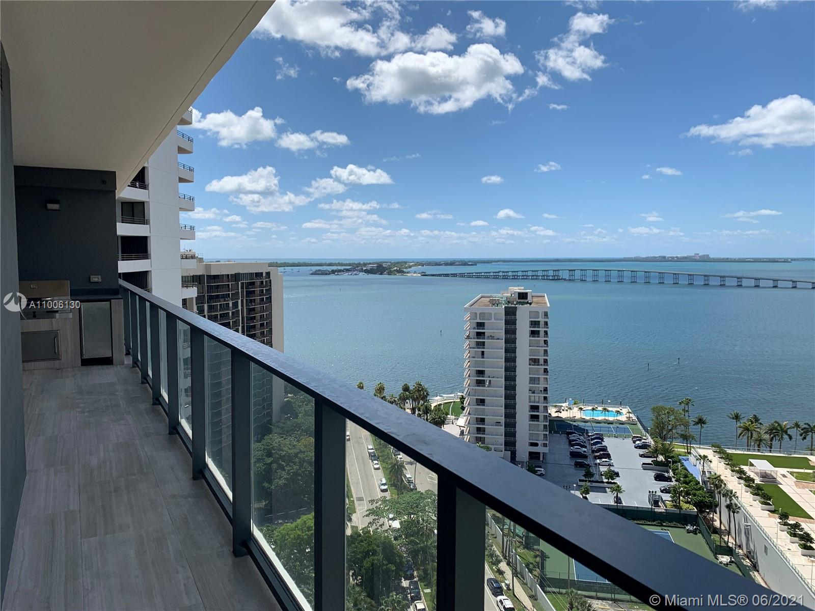 Beautiful and spacious 1 bed 1.5 bath with high-end finishes, european kitchen with top of the line appliances, electric blinds, large balcony with outdoor kitchen and spectacular water and city views.  Very luxurious building full service and great amenities. Excellent location on Brickell Ave. Ready to move in.