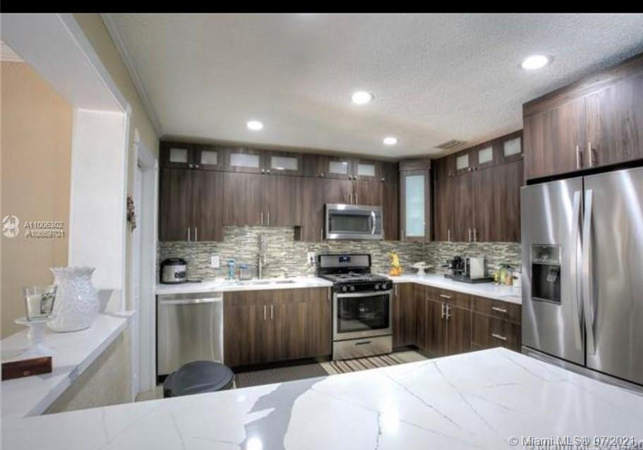 18601  Belview Dr  For Sale A11006302, FL