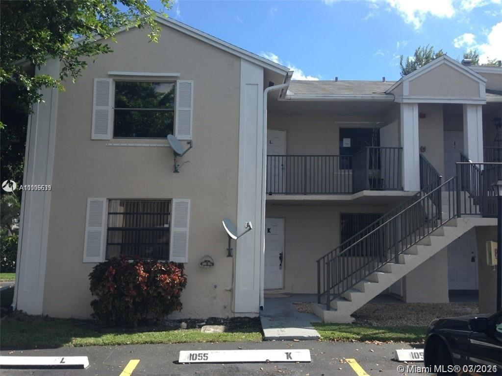 Freshly painted with new carpet.  Great corner unit with screened patio.  Requirements:  First month rent plus 2 months security deposit and decent credit.
