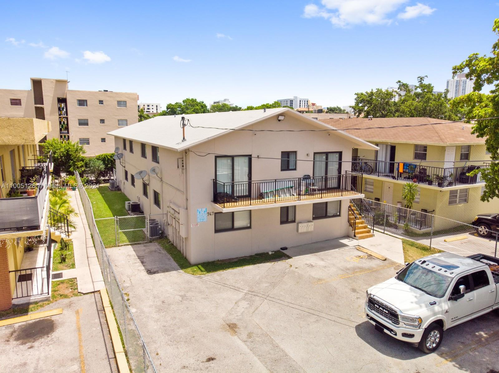 747 SW 5th St  For Sale A11005128, FL