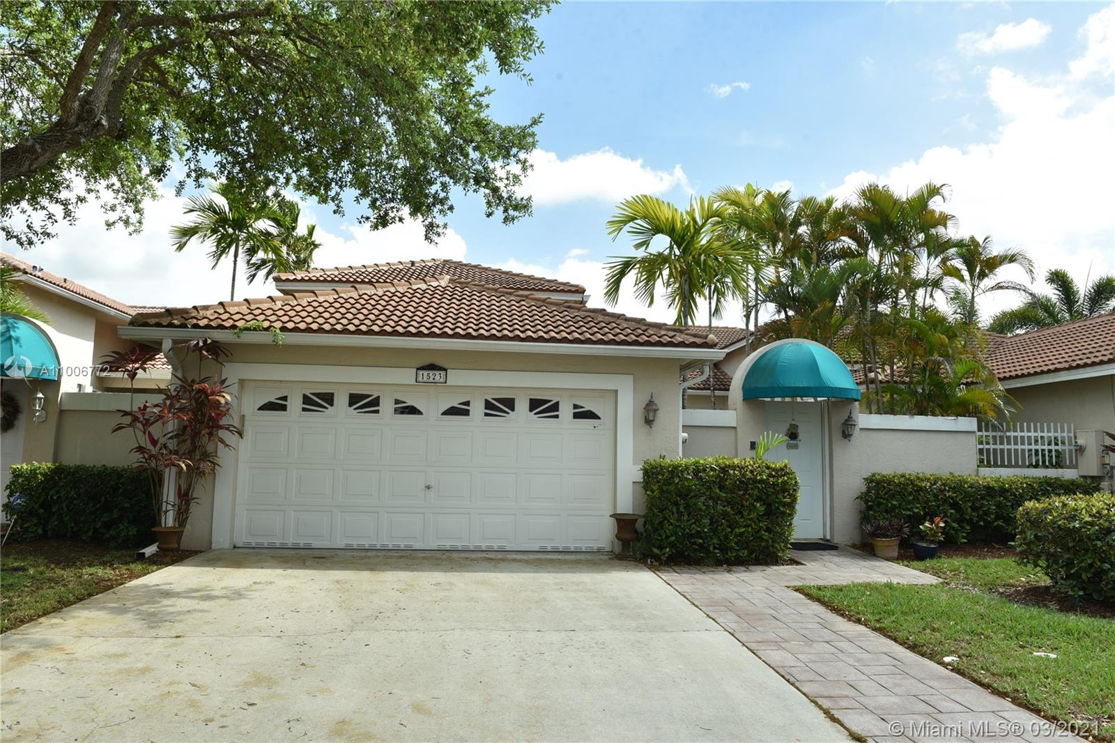 Enjoy this private oasis! Just need some TLC  3 bed,2bath,2car garage lakefront home in desirable Golf gated community of Grand Palms. Open concept layout with tiles in all social areas & Pergo flooring in living areas. Master suite with  w/his-her closets ,vanities, bathroom with shower & roman tub. Home offers outdoor living with large private courtyard great for BBQ's. Newer roof -5yrs. Ceiling fans in all rooms & social areas, newer appliances, laundry room!  Great  Encino gated community POOL. Lawn service, cable, ADT alarm and man guard gate included. great location close to A+ schools, shopping, dining, highways and transportation.