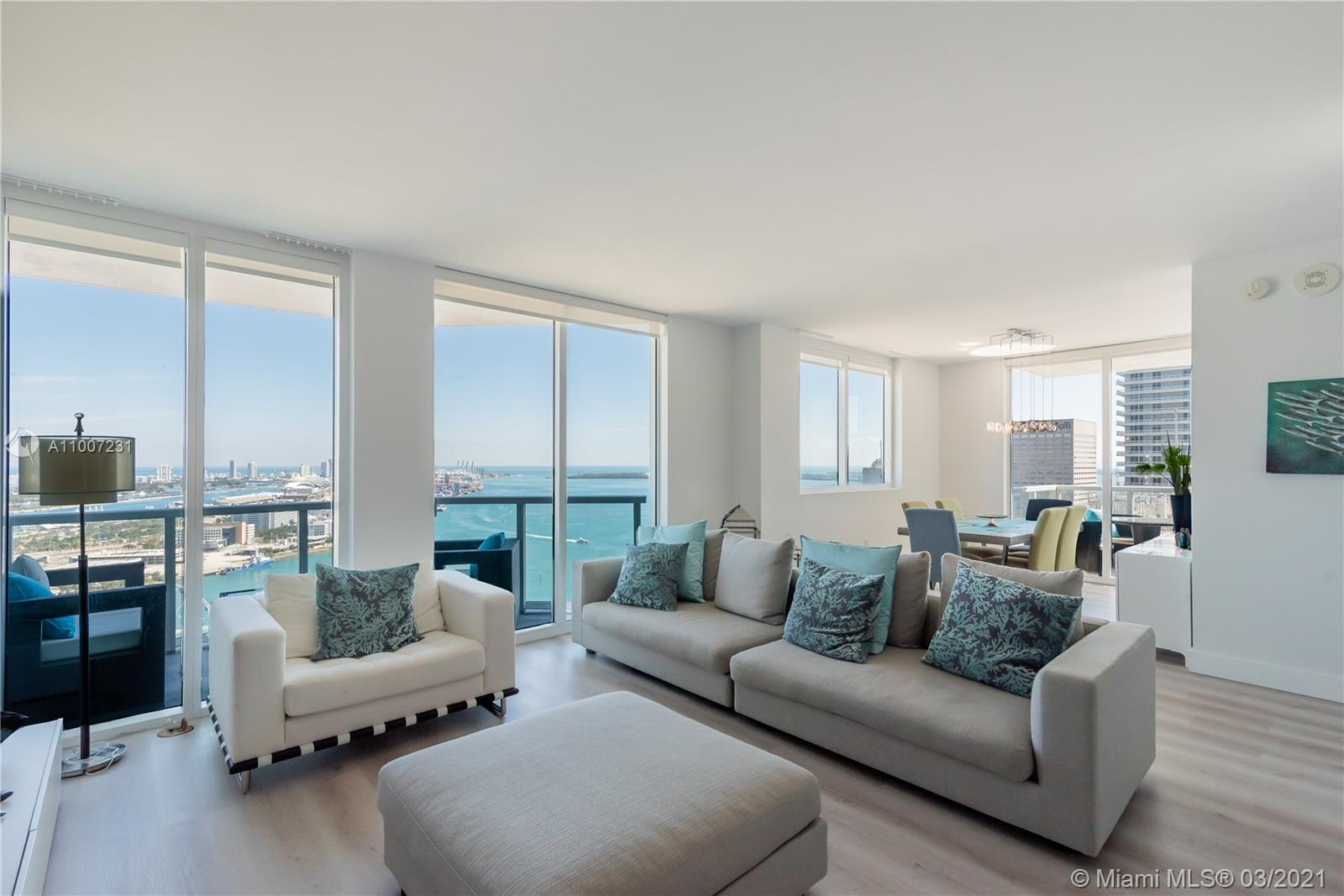 Modern 2/2 corner unit located in the heart of Miami features stunning panoramic views of the Downtown Miami skyline and bay. Unit has been fully updated with fresh paint and new floors; high ceilings, spacious kitchen w/ S?S appliances. Luxury amenities include a bar, clubhouse, movie theater, spa and sauna, gym, pool, concierge services and 24/7 security. Walking distance to Whole Foods, Bayside Marketplace, Perez Art and Frost Museums, American Airlines Arena and Adrienne Arsht Center.