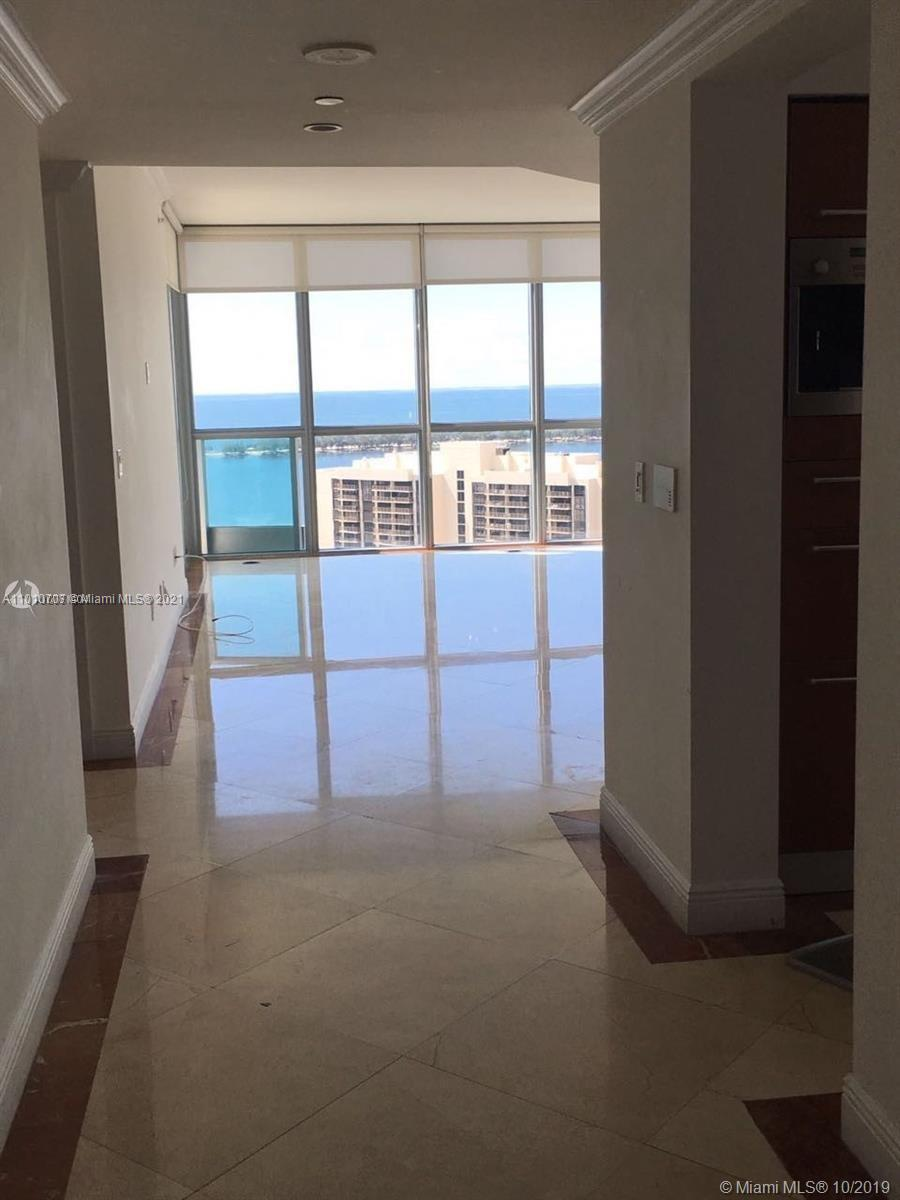 Beautiful corner unit with stunning views of Biscayne Bay.