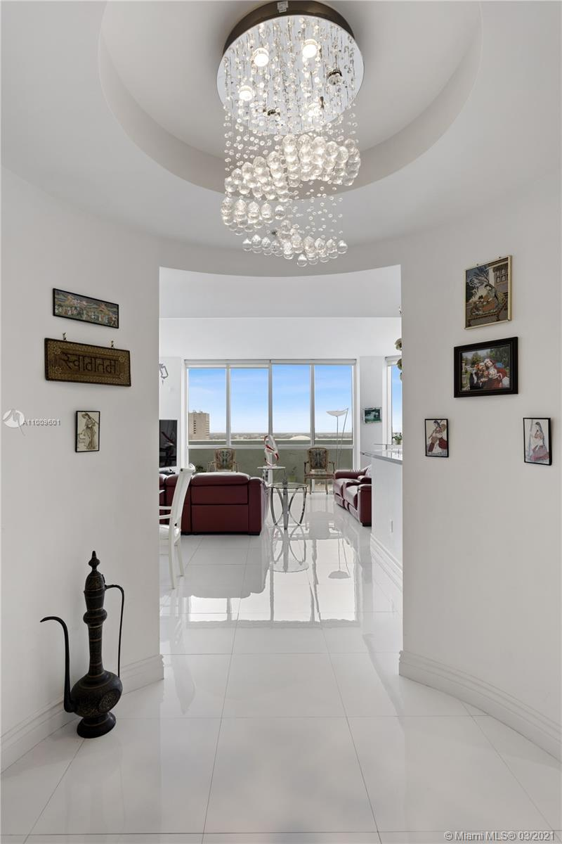 Rarely available 3 bedroom corner unit , in the heart of Downtown Miami. Unobstructed views of Biscayne Bay, South Beach, Bayside and jaw dropping sunsets views. Conveniently located near Whole Food, Orange Theory, the Financial District, and Brickell City Center. Unit completely renovated with white glass floor, high ceilings and 2 parking spaces. Smart building technology, 3 large pools and top of the line 15,000 sf Spa. Can be rented on a short term basis (30 days).
