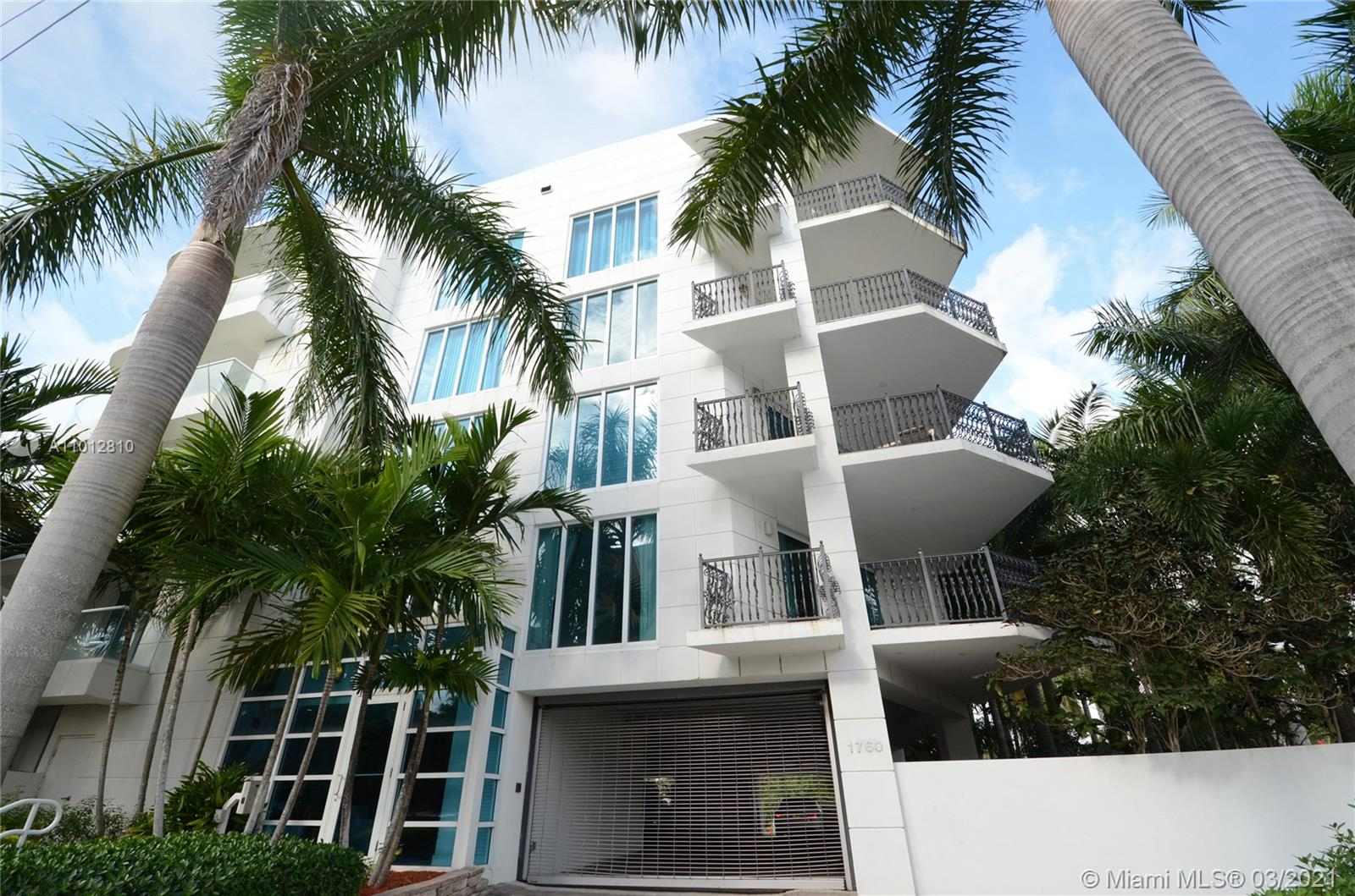 Fabulous waterfront residence with boat dock in boutique building on Las Olas. Walk into this panoramic residence from your privately keyed elevator to the spectacular waterfront views of Las Olas Isles. A gourmet, chef's kitchen w/gas stove, Sub Zero & Miele appliances and wine cooler, spa style master bath w/rainforest shower, infinity edged bathtub & his and her water closets. Media room/guest room can be converted to 4th bedroom, 2 garage spaces, heated lap pool & fitness center. Only one unit per floor. Can easily be made into 4 bedrooms.