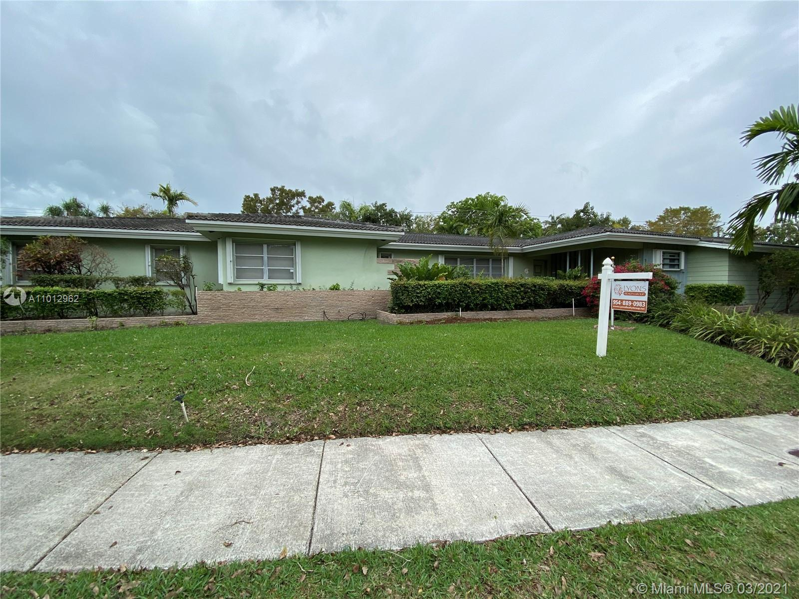 4/4 home on 18,000sf land in Bay Heights. Loaded with lots of closets and large rooms.  Features (2) master bedrooms with ensuite bathrooms. Home is in good condition but needs updating.