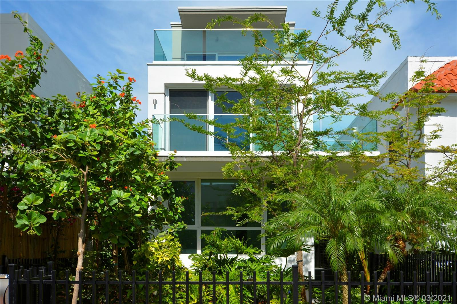 UNIQUE OPPORTUNITY TO OWN A 3 BD/3BTH MODERN TOWNHOUSE IN THE HEART OF SOUTH BEACH. ENJOY THE LARGE WINDOWS AT EVERY LEVEL GIVING GREAT NATURAL LIGHT IN EVERY ROOM. ENJOY YOUR PRIVATE AND LARGE TERRASSE ON YOUR WIDE MASTER BEDROOM AT THE 3RD FLOOR. EACH ON OF THE 3 BEDROOMS HAS ITS PRIVATES BATHROOM. THIS PROPERTY IS FULLY FURNISHED AND NICELY DECORATED. CONTACT US FOR A PRIVATE SHOWING.