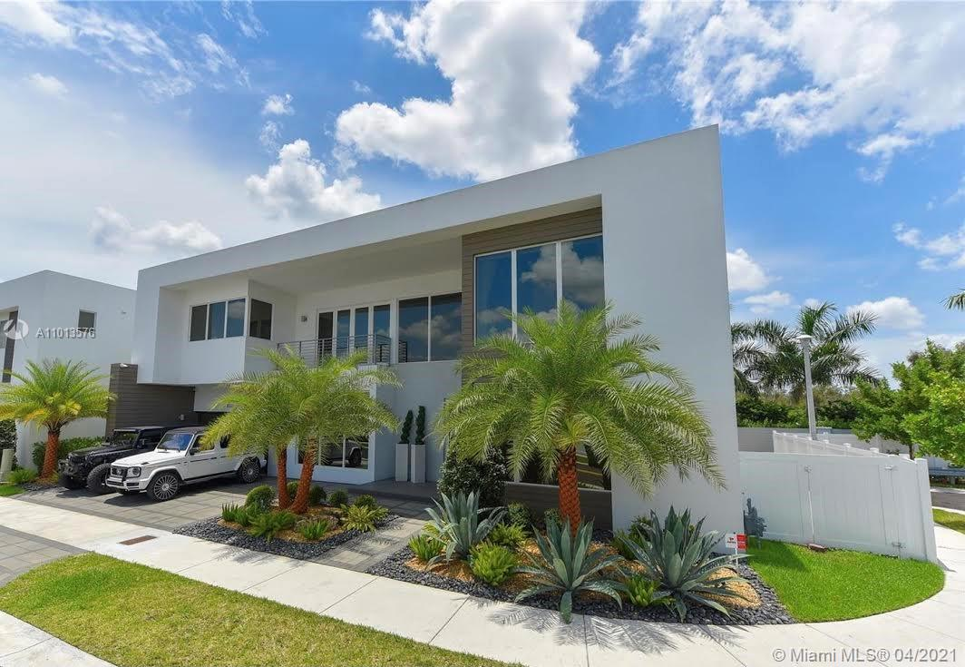 10320 NW 74th Ter  For Sale A11013576, FL