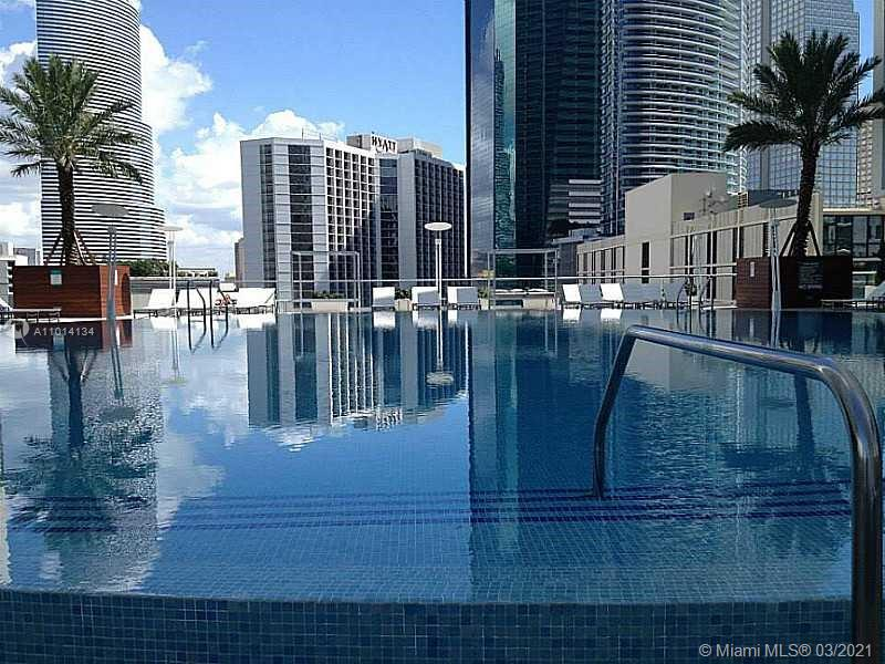 In the heart of Brickell conveniently located close to shops near Brickell City Centre, Mary Brickell Village, just minutes away from the metro mover, metro rail and major highways. 1 bedroom 1 bath with fantastic amenities. The building includes 2 pools, 1 rooftop, spa, jacuzzi, sauna, gym, lounge room, game room, movie theater, concierge and much, much more. Valet parking , 24 hour security.