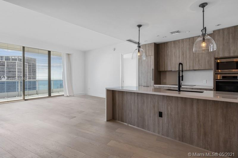 Live in a very luxurious and spacious condo at Epic Residences. Just fully and tastefully renovated with high quality materials: wooden floors, new kitchen, walking closets, powder room (150k+- improvements). Extremely bright 2 bedrooms plus den unit of 1500 sqf under very high 10ft ceilings. The large balcony offers a breathtaking views of Downtown, Brickell, the river and ocean. Walkable distance to Whole Foods, movie theatre, restaurants,... Minutes away from Miami International Airport. residents enjoy world class amenities including Zuma, Epic Marina, 2 swimming pools, 5 star spa, yoga classes, fitness center, 24h security, valet & concierge. Great location in a prestigious building. Storage.