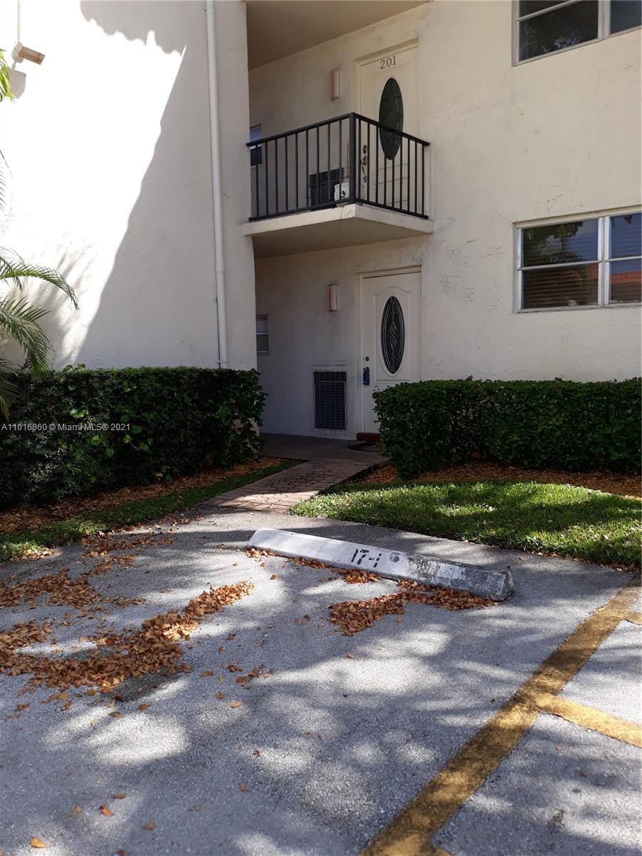 9520 S Hollybrook Lake Dr #101 For Sale A11016860, FL