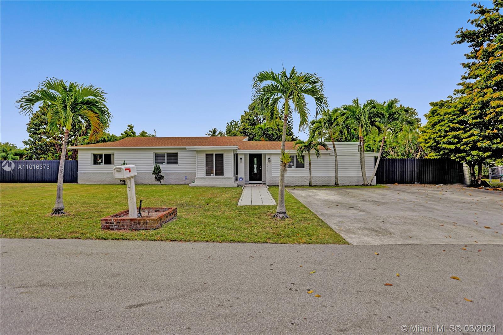 10960 SW 115th St  For Sale A11016373, FL